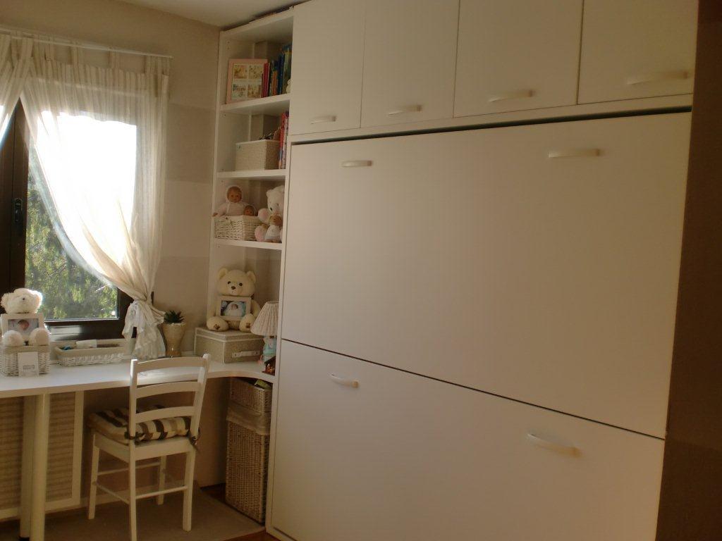 Dormitorio con literas abatibles for Habitaciones juveniles abatibles