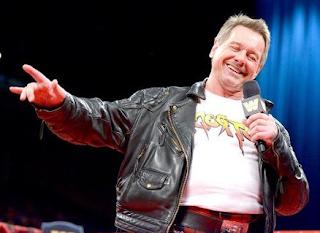 leyenda de la lucha libre que muere a sus 61 años, el esocses Rowdy Roddy Piper en el programa de RAW