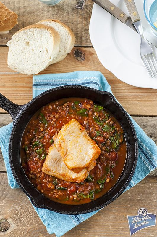 Ryba w sosie pomidorowym ze szpinakiem