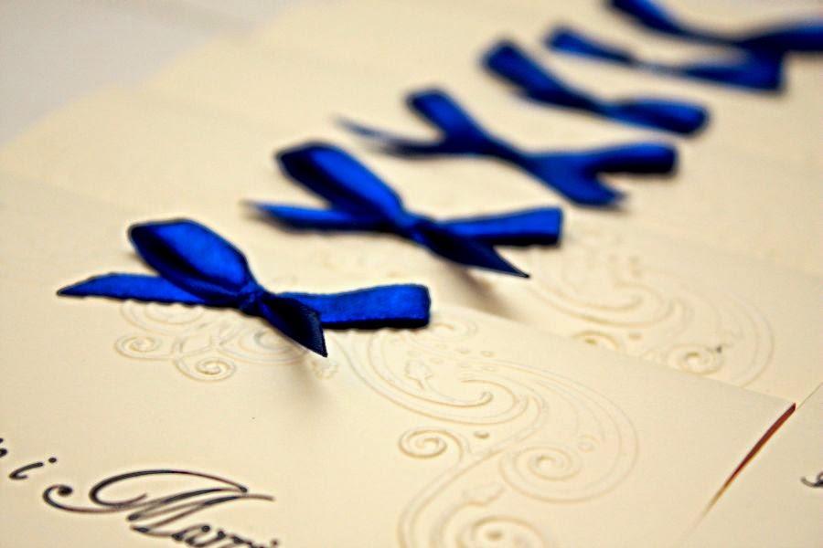Zaproszenie ślubne z kobaltową wstążką