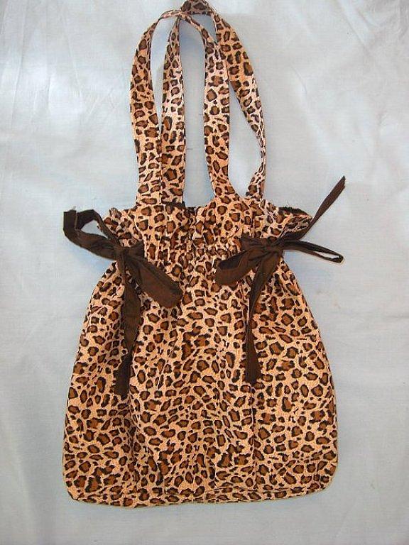 Completa tú LOOK ANIMAL PRINT con este bolso que te servirá de inspiración. Fuente Decoración Facilísimo