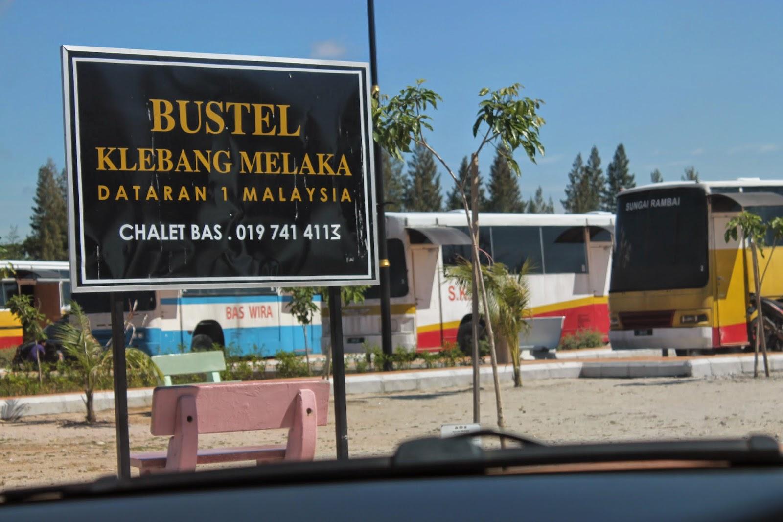 Bagi Yang Ingin Save Budget Bolehlah Menyewa Bustel Di Pantai Klebang Melaka Satu Keunikan Pada Bus Ini Ialah Ia Merupakan Hotel Berbentuk Bas