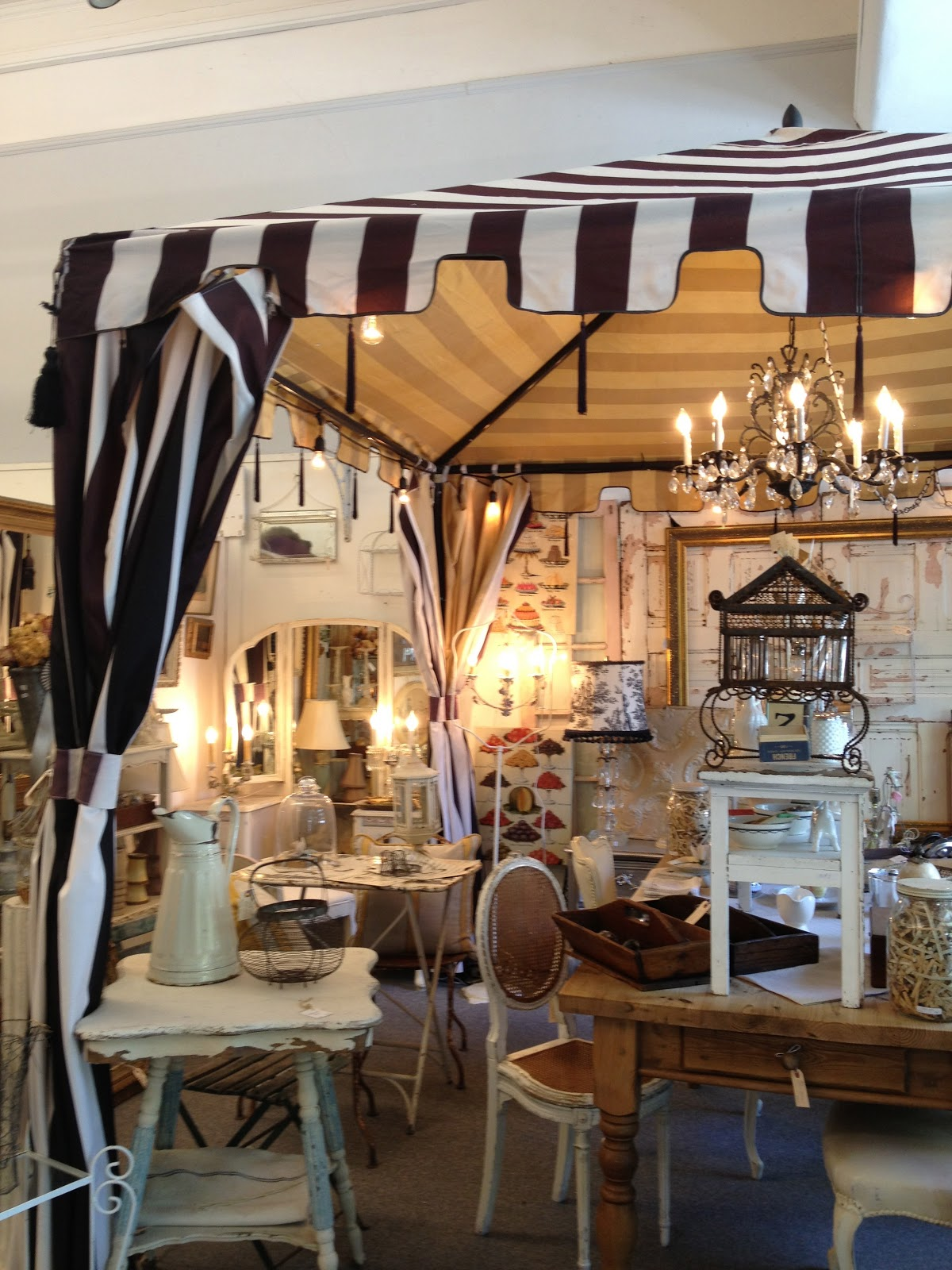 Vignette design wine country brocante finds for Wine country decorating style
