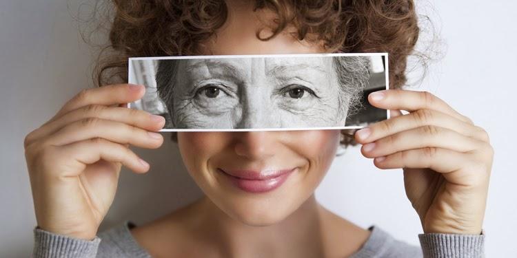 Tại sao phụ nữ lại nhanh già hơn nam giới ?