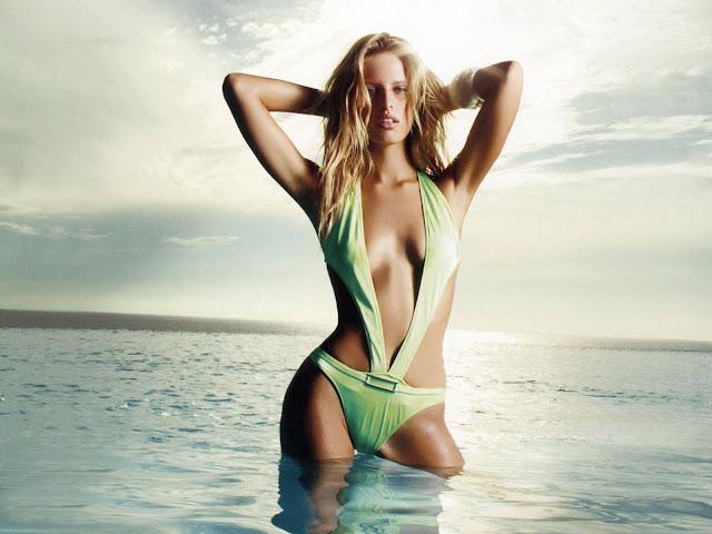 Karolina Kurkova sexy in lingerie