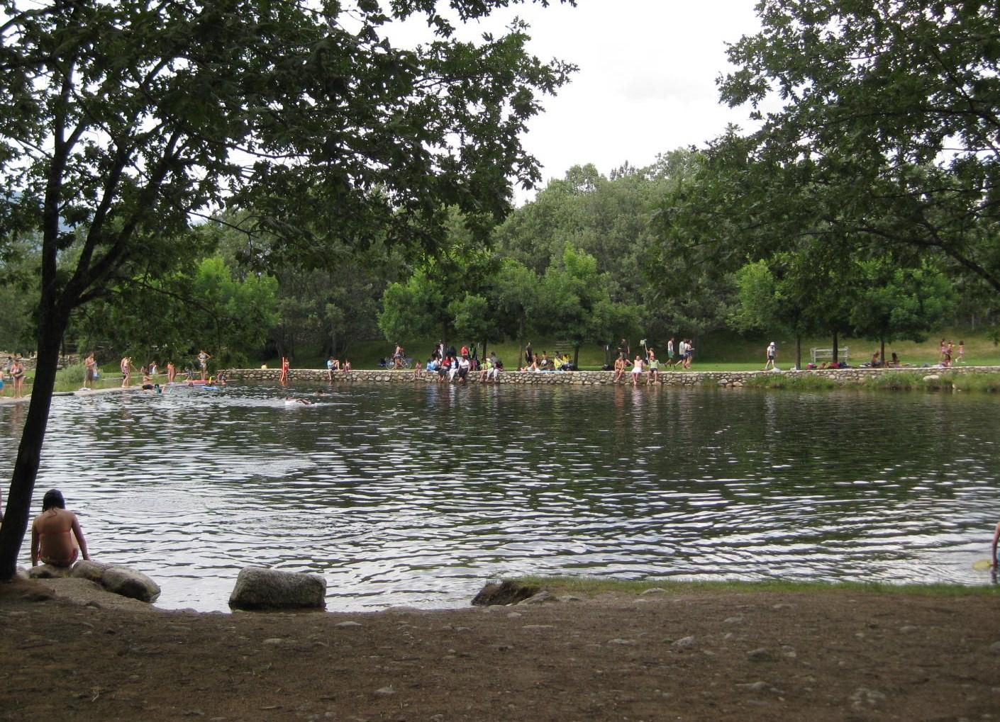 A a v v tomas de villanueva un dia en las piscinas for Piscinas naturales de rascafria
