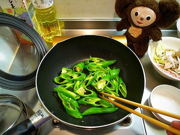万願寺と卵のオイスターソース炒めの作り方(1)