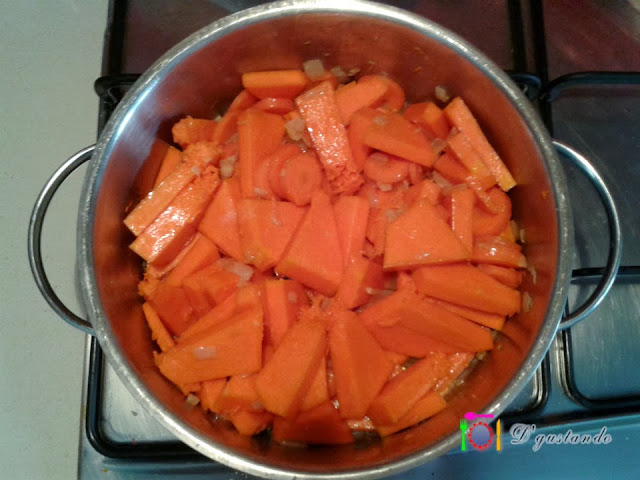 Añadimos la calabaza y zanahoria en trozos