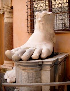 Pie izquierdo del Coloso de Constantino
