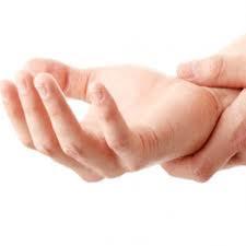 اسباب تنميل اليد و طرق العلاج