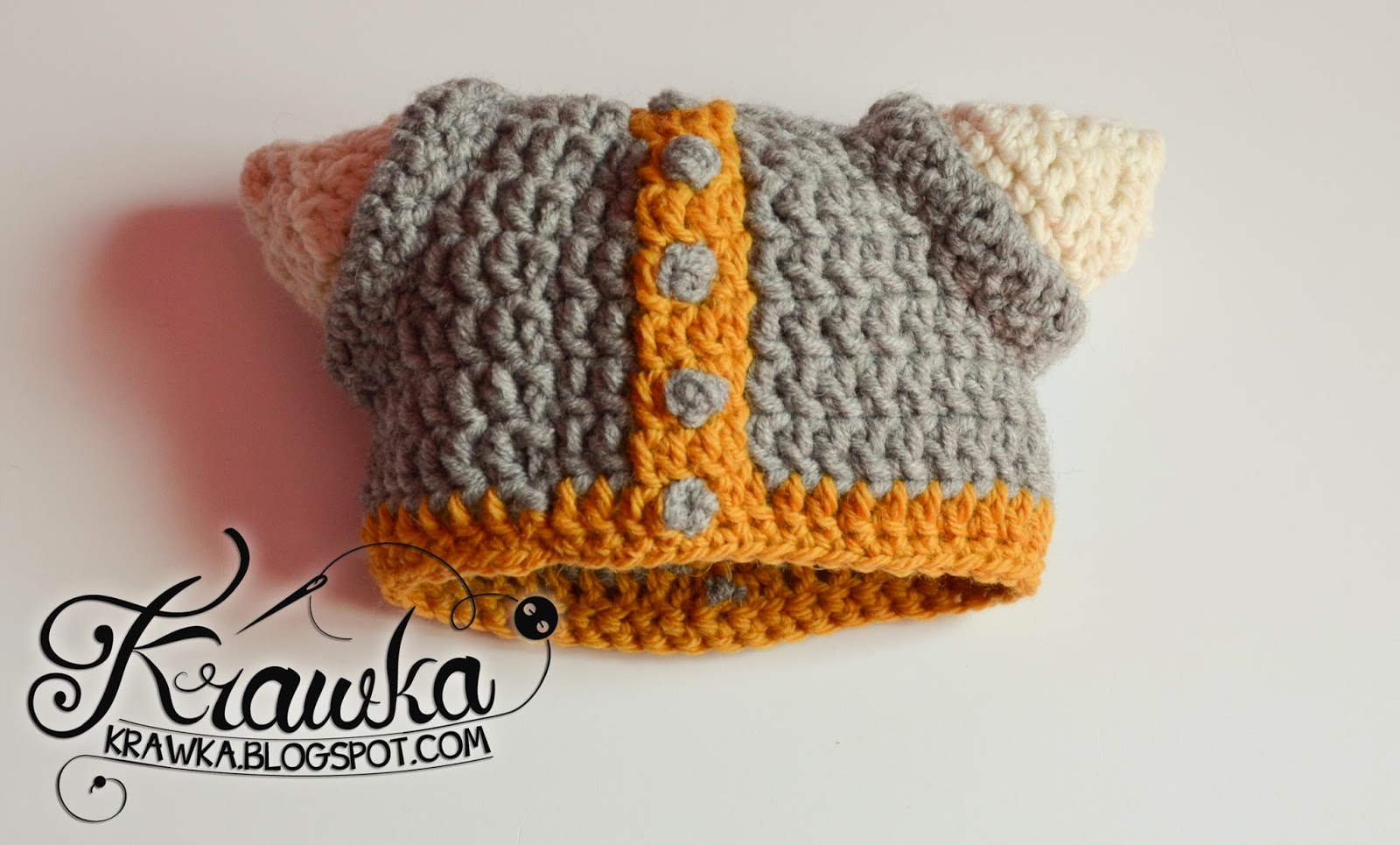 Krawka: Crochet viking newborn hat. Props for a photo session of a newborn baby.