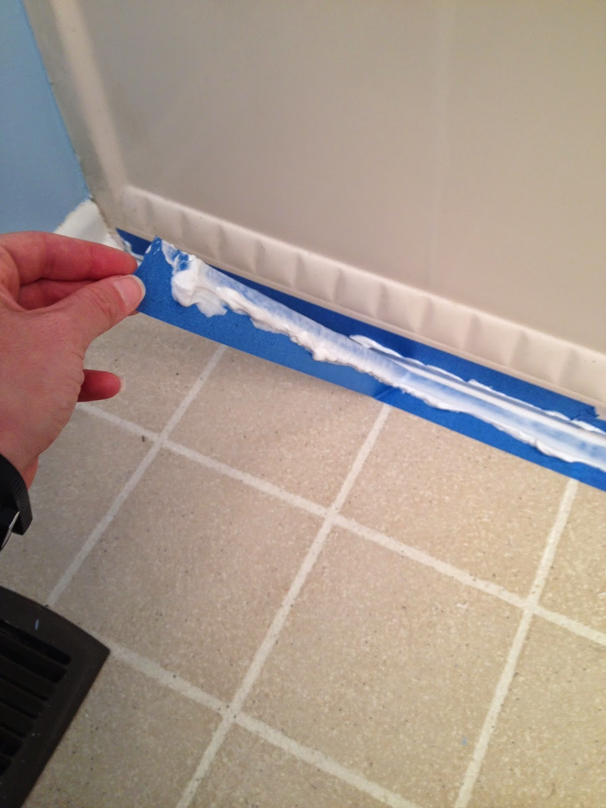 Oh What a Gem!: Fresh Caulk: How to make your tub and sink look new