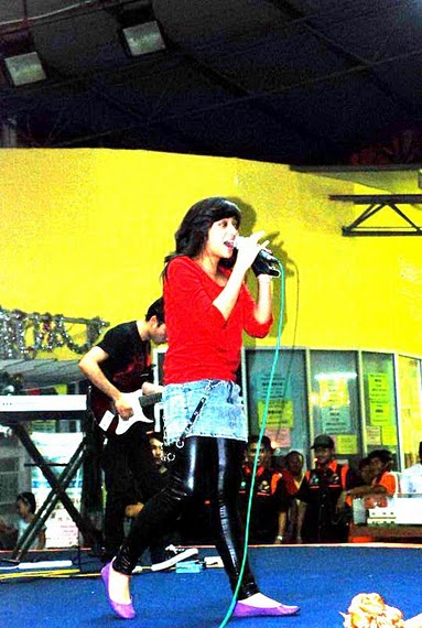 Chikita Fawzi di Atas Panggung Show Rock Pertamanya, 2010