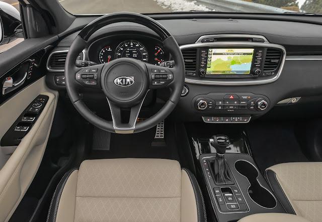 Interior view of 2016 Kia Sorento