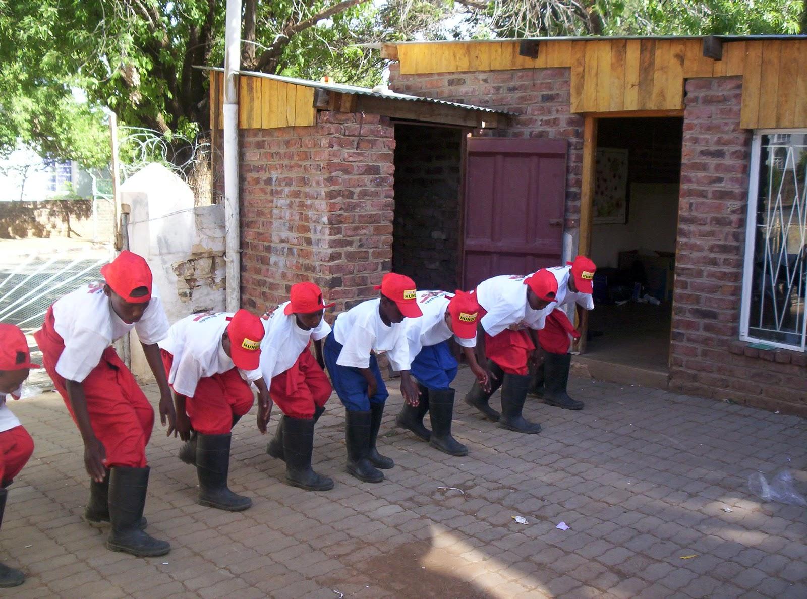 http://2.bp.blogspot.com/-guRH6h6Bd5g/T6j2_XRBxZI/AAAAAAAAAn4/kDueWGqaSfI/s1600/Gumboot+dancing+2.JPG