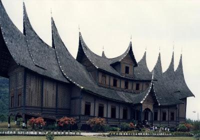 http://2.bp.blogspot.com/-guXDD4Xv9IM/T9Q9jEXESPI/AAAAAAAAAAs/T35HDEY5Aj0/s1600/pagaruyung_palace.jpg