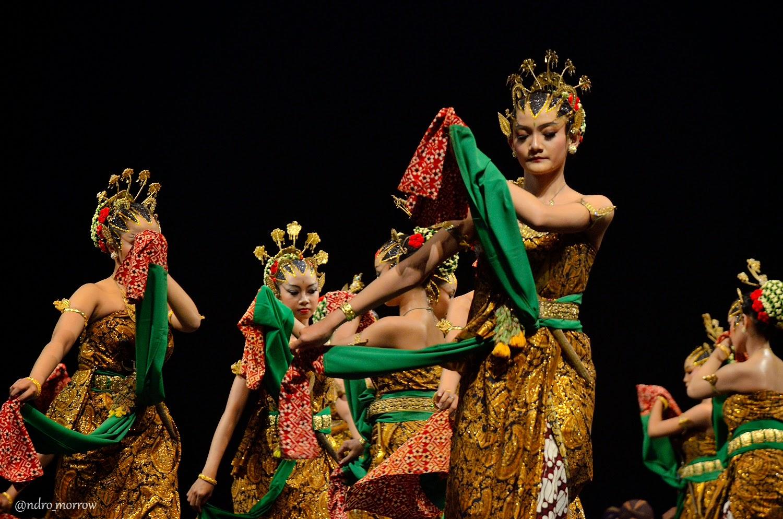 Tari Bedhaya Yogyakarta Penampilan Tari Bedhaya Luluh