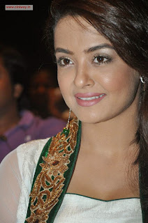 Surveen-Chawla-at-Jaihind-2-Pressmeet
