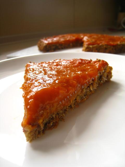 Dietetyczna owsiana tarta z musli i dżemem morelowym