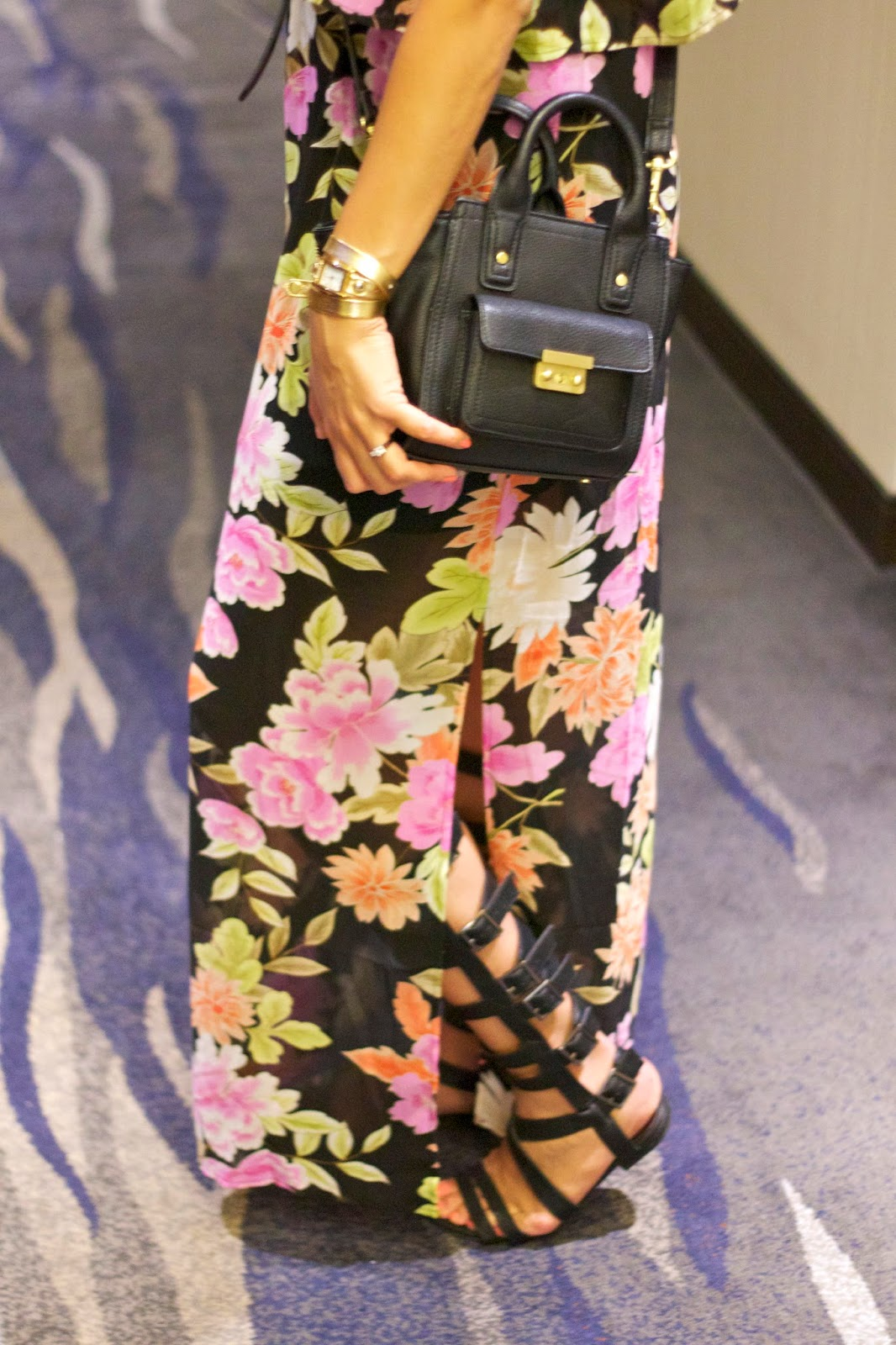 gold la mer watch, la mer wrap around watch, how to wear a floral maxi, floral maxi dress from forever 21, las vegas touristing, hallway of vdara, vdara hotel and spa review