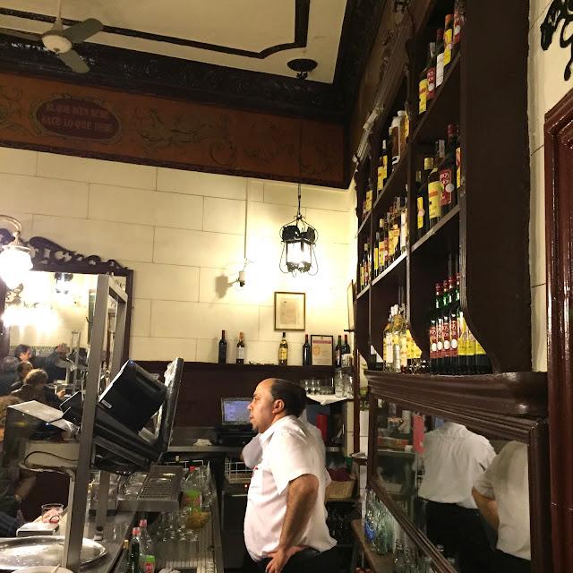 casa labra madrid sol taberna croqueta bacalao caña castizo centro bar psoe -5