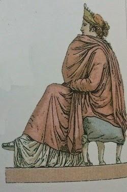Matrona sujetando su palla con la que se cubre parte de la cara