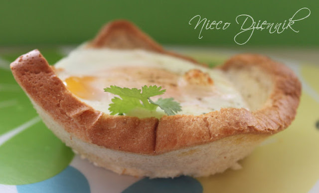 jajko sadzone w gniazdku