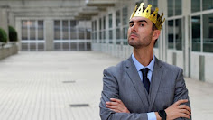 Narcissists 'irritating but successful'
