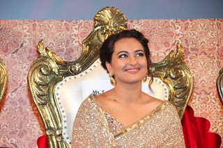 Actress Sonakshi Sinha Latest Pictures in Saree at Lingaa Tamil Movie Audio Launch 4