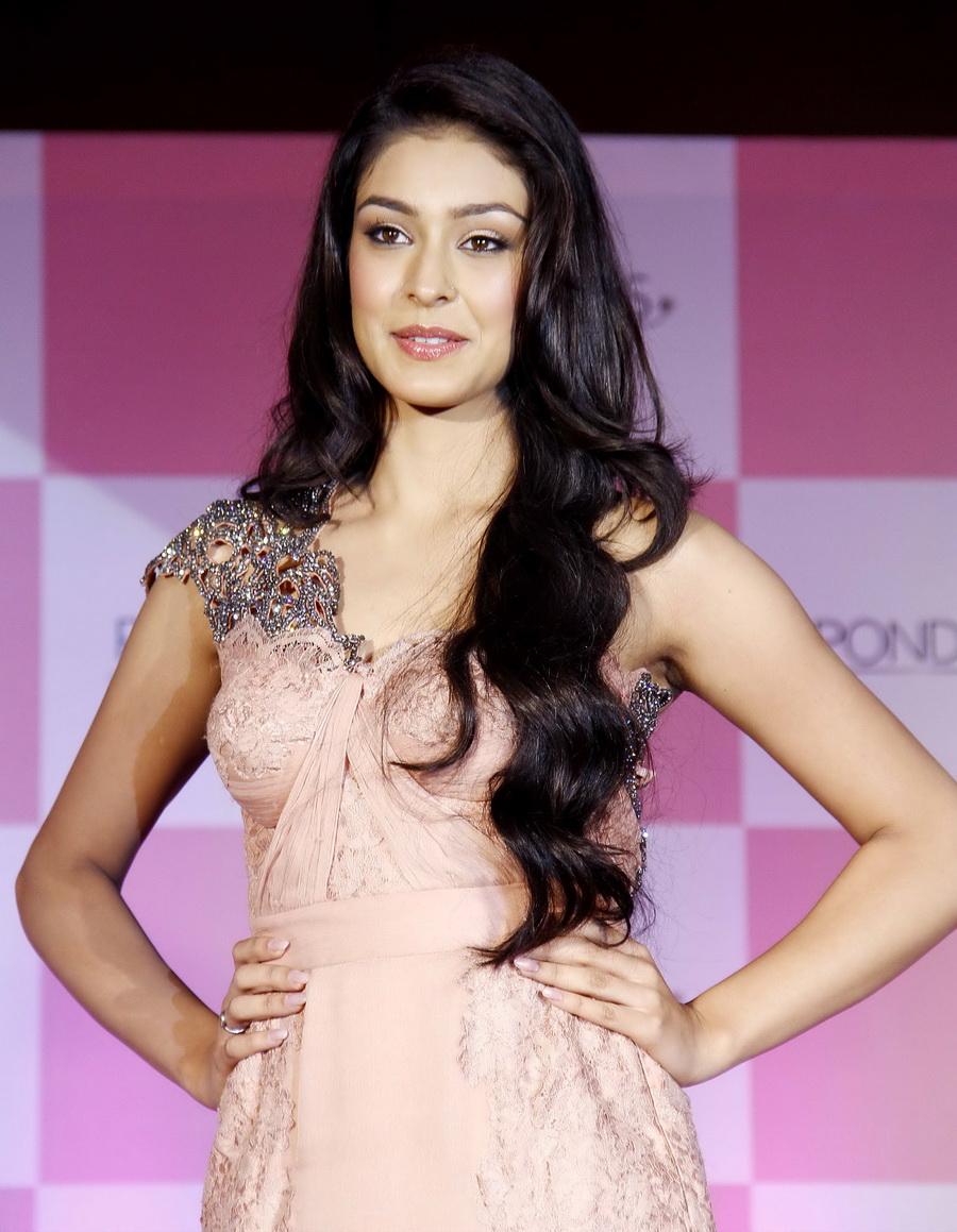 The Punk Fashion: Navneet Kaur Dhillon Femina Miss India ...