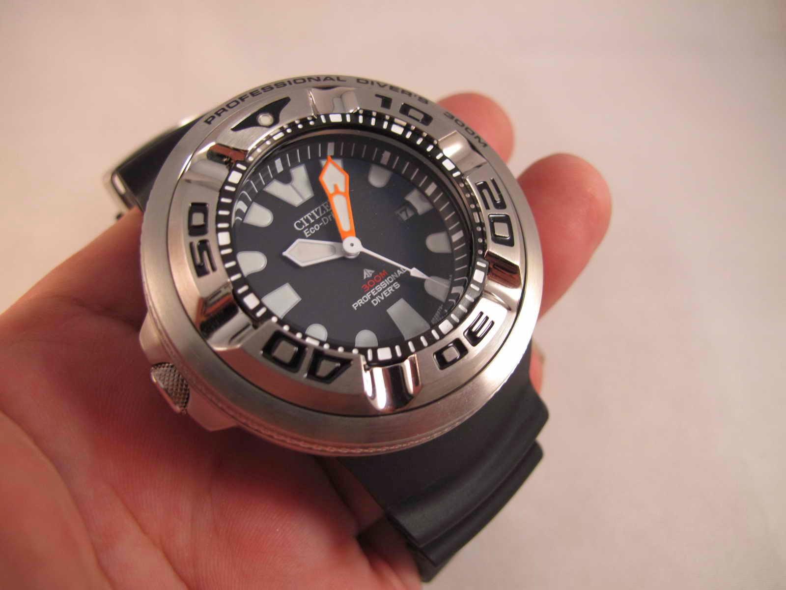 Cocok untuk Anda yang sedang mencari jam tangan Diver Huge model dengan tenaga ECO DRIVE ECOZILLA STAINLESS STEEL