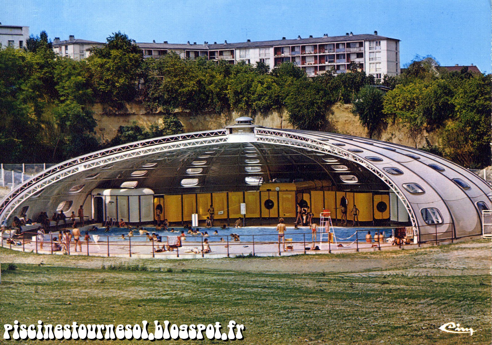 Piscines tournesol piscine tournesol saint florentin for Piscine tournesol