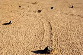 Batu Bergerak di Taman Negara Death Valley Amerika Syarikat