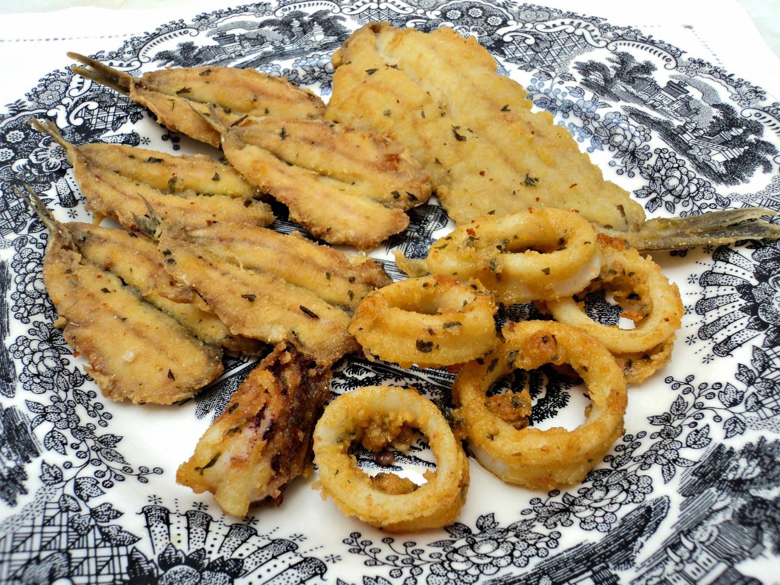receta casera ensalada pimientos y pescado frito
