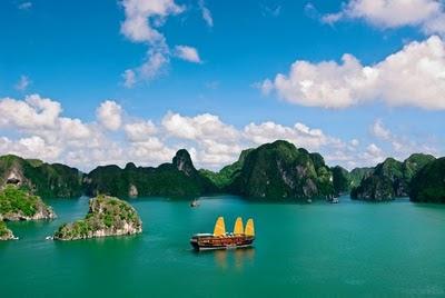 http://viajeindochina.com/destinos/vietnam/bahia-de-halong.html