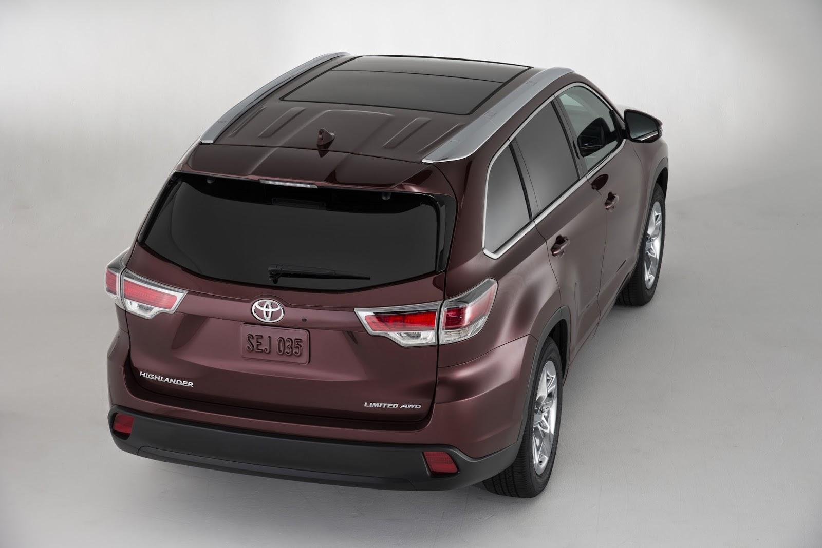 Rear 3/4 view of 2014 Toyota Highlander