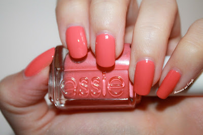 "Swatch of the nail polish ""Carousel Coral"" from Essie"