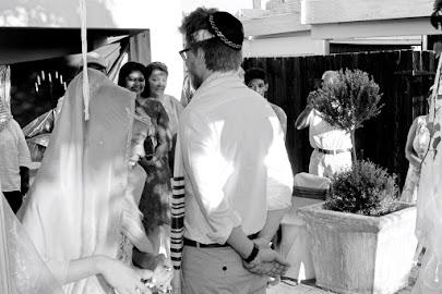 Circling the bridegroom