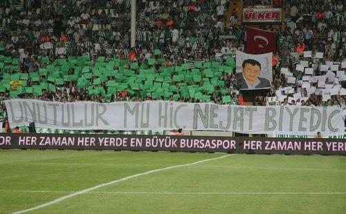 Taraftarlar Biyediç'e olan sevgilerini zaman zaman tribünlerde göstererek, Bursaspor'un bu unutulmaz ismine bir nevii saygı duruşunda bulunuyorlar…