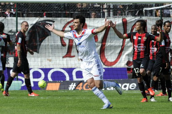 Clément Grenier celebrates after scoring the equalizer for Lyon against Nice
