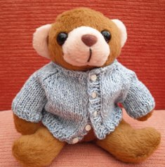 Free Knitting Pattern For Teddy Bear Sweater : bitstobuy: Free miniature knitting pattern for tiny teddy ...