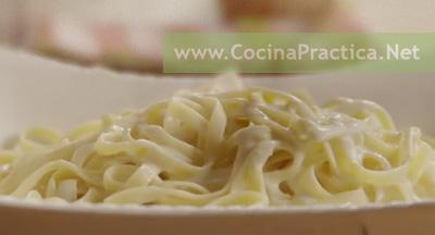 plato con fideos o tallarines caseros