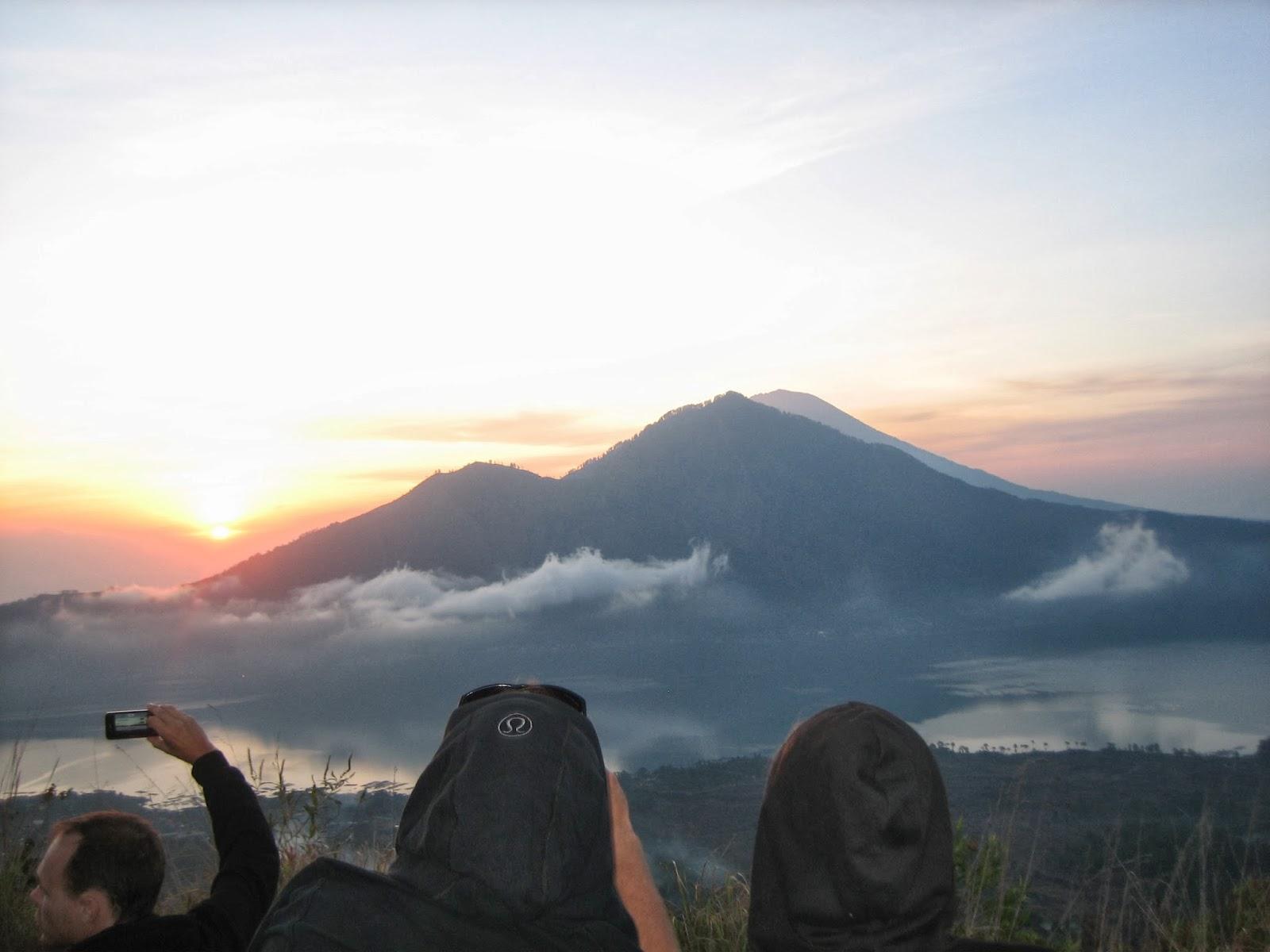mt-batur-sunrise-hike-bali-lululemon-hiking