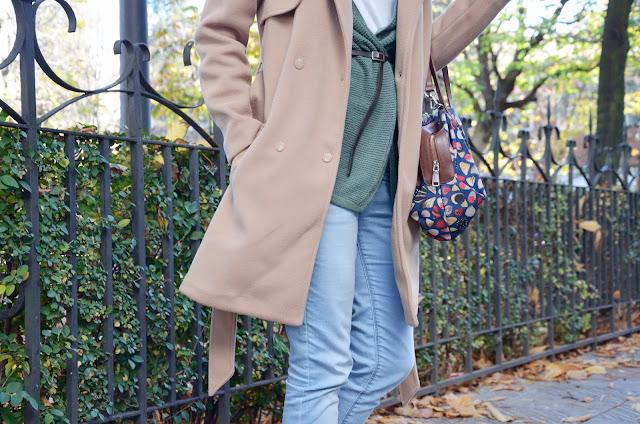 abrigo-camel-coat-hat-sombrero-boots-look-blogger