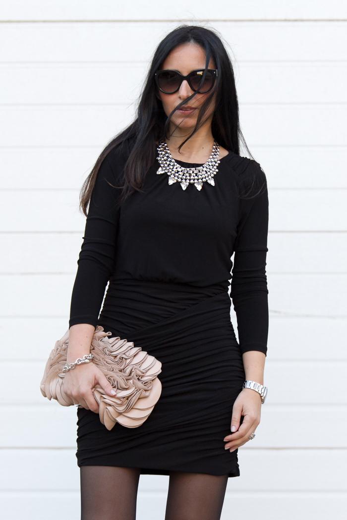 Blogger de moda y belleza de Valencia con gafas de sol Prada