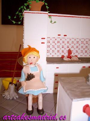 Tarta decorada con una cocina hecha en pastillaje