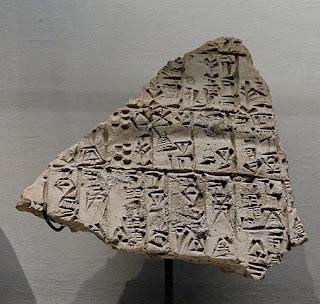 Fragmento de texto Sumerio - escritura cuneiforme Louvre París