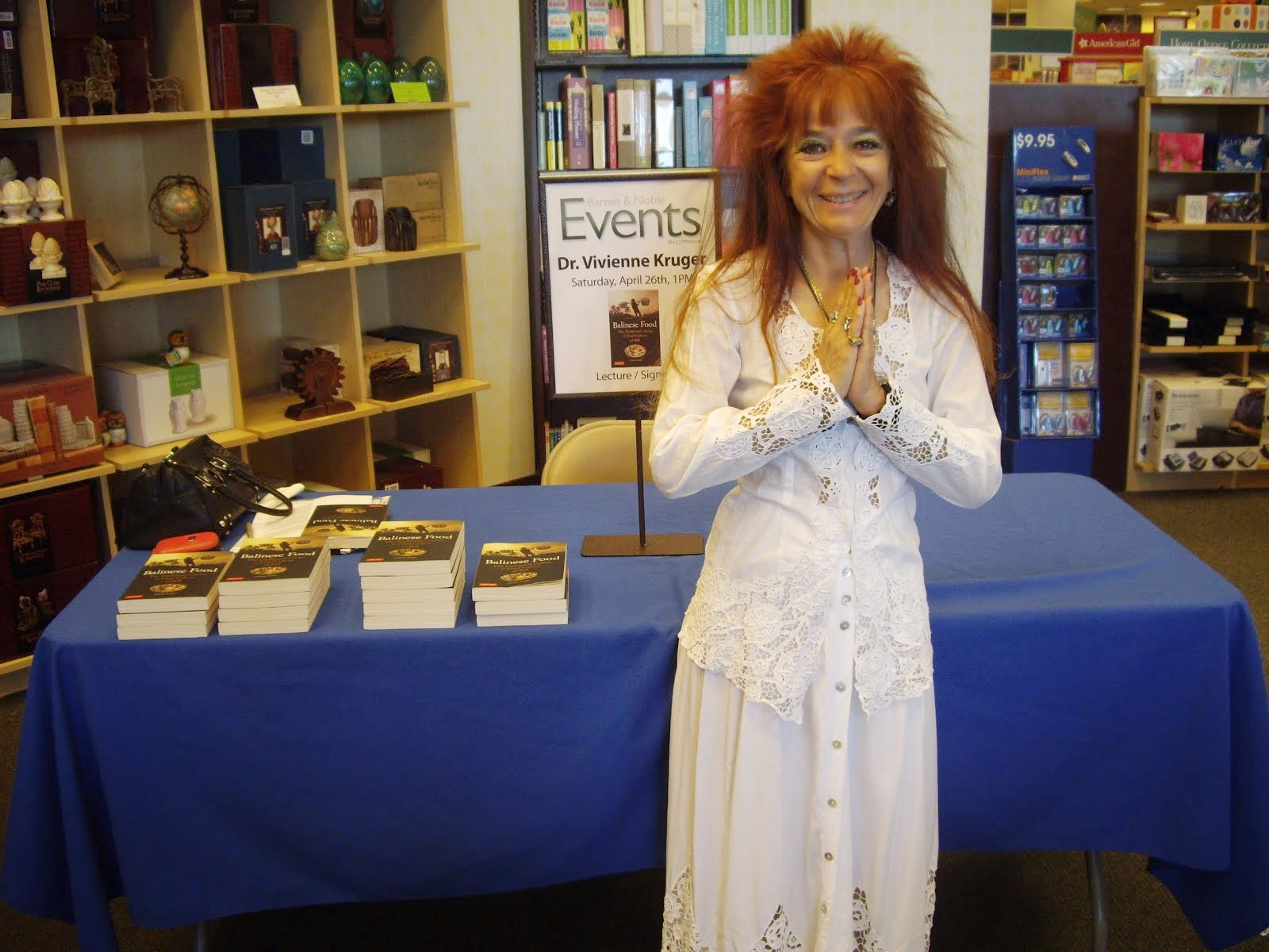 VIVIENNE ENJOYS HER BARNES AND NOBLE BOOKSIGNING EVENT.  NAMASTE!