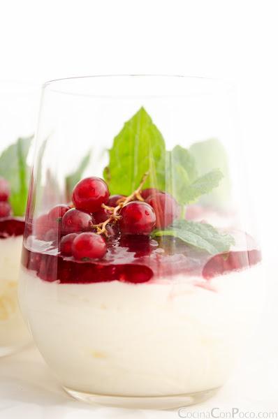 Mousse de yogurt griego y frutos rojos - Receta facil