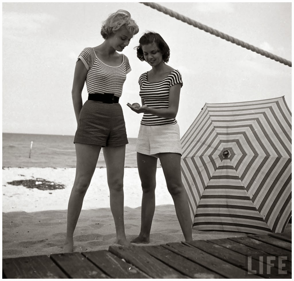 And white fashion photography by nina leen in the 1940s and 1950s